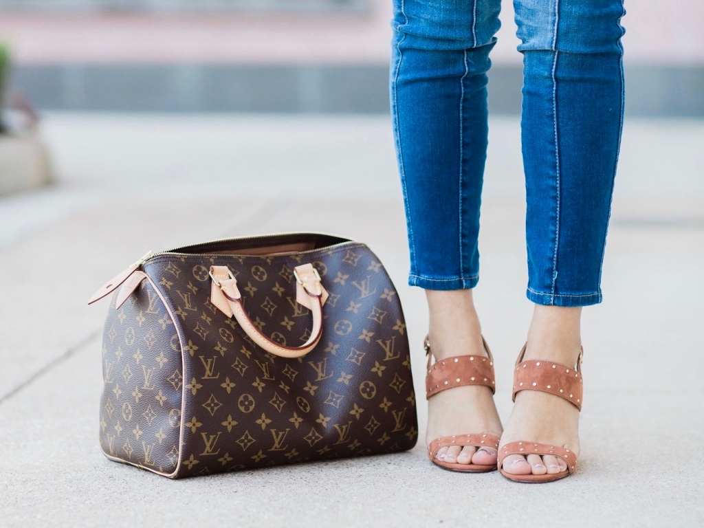 Luxury Handbag Collection and Review featured by top US fashion blog, LuxMommy: image of a woman wearing a louis vuitton speedy 30 monogram