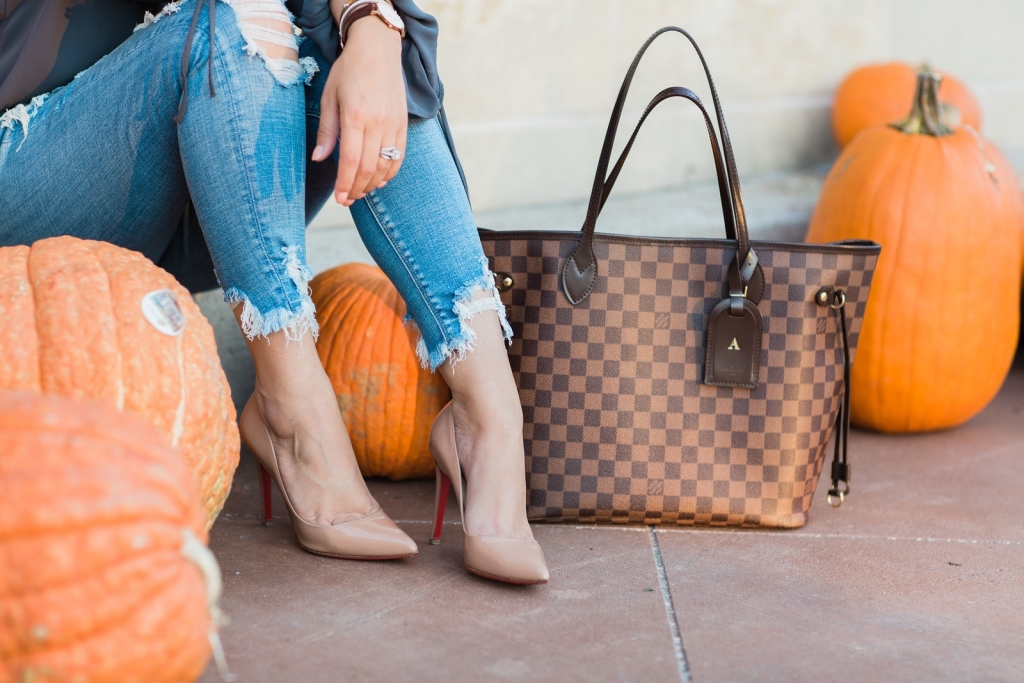 Luxury Handbag Collection and Review featured by top US fashion blog, LuxMommy: image of a woman wearing a Louis Vuitton Neverfull MM Ebene