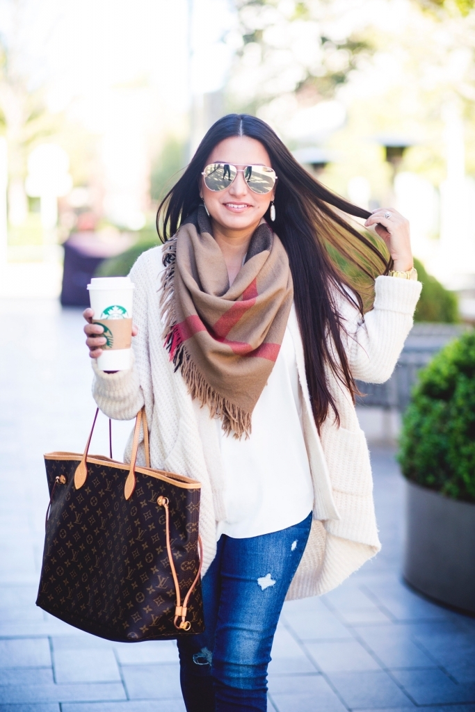 Luxury Handbag Collection and Review featured by top US fashion blog, LuxMommy: image of a woman wearing a louis vuitton neverfull gm monogram