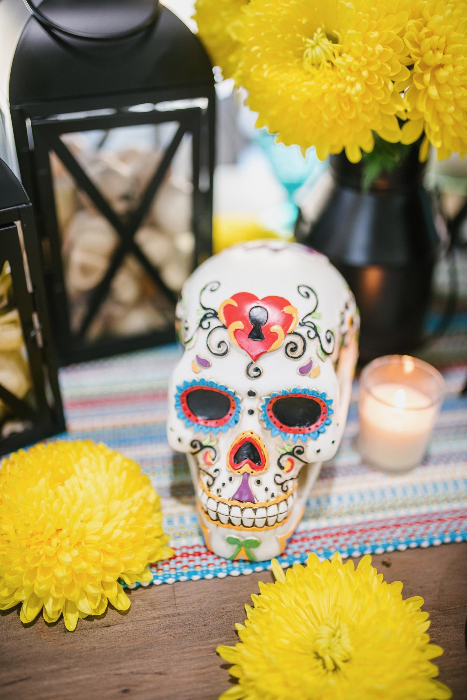 Houston top fashion blogger, LuxMommy, celebrates dia de los muertos