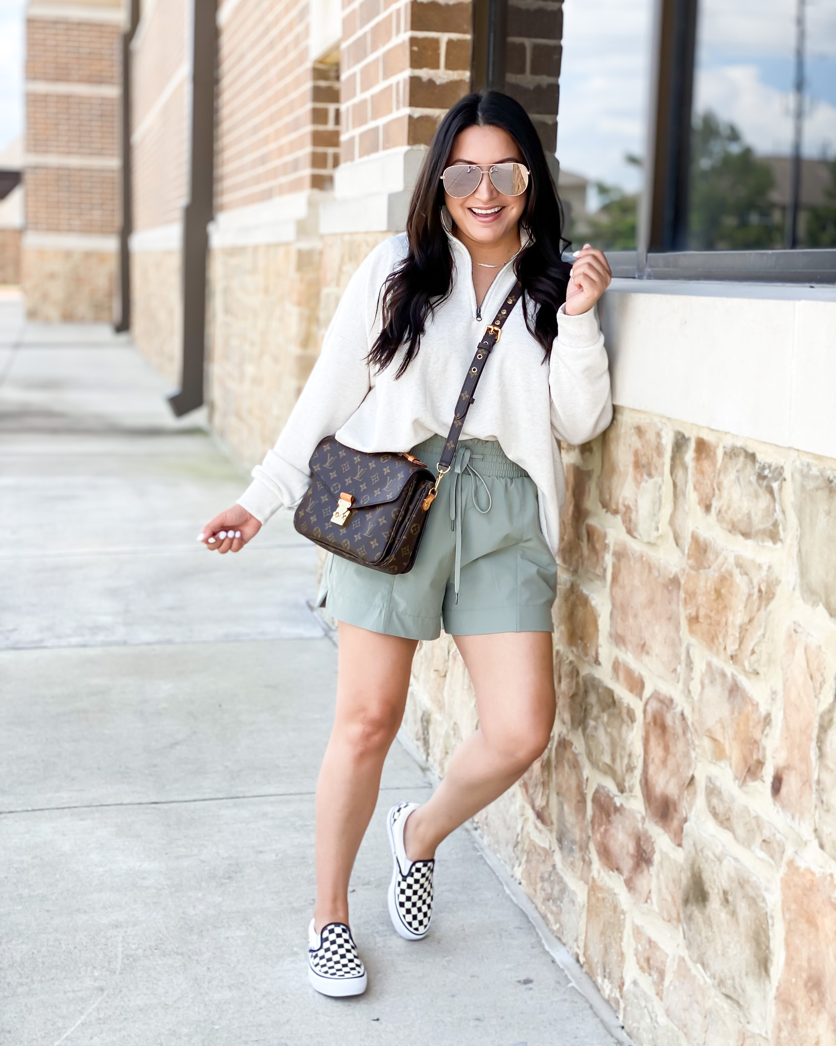 Houston lifestyle and fashion blogger LuxMommy sharing outfit of the day